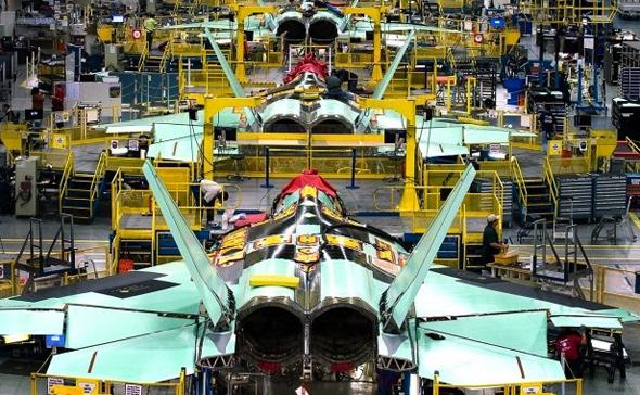 פס ייצור של מטוסי F22