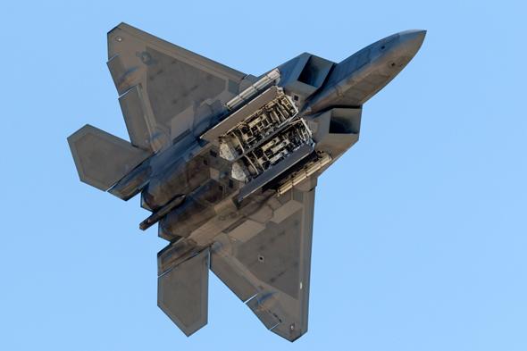F22בדרך לישראל כנראה שנתניהו שכנע את טראמפ לגבי נחיצות המטוס לישראל 2_l