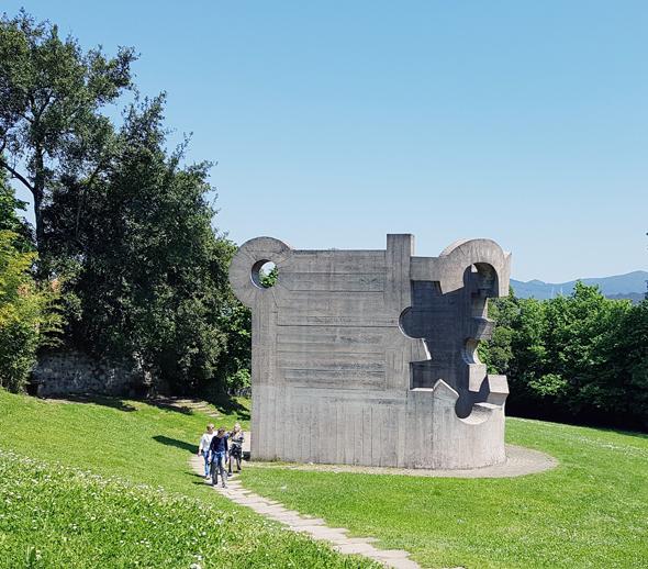 פסל סביבתי בעיר גרניקה בהשראת היצירה של פיקאסו