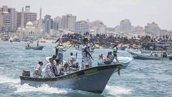 פטרול ימי של משטרת חמאס מול חופי עזה, צילום: אם סי טי