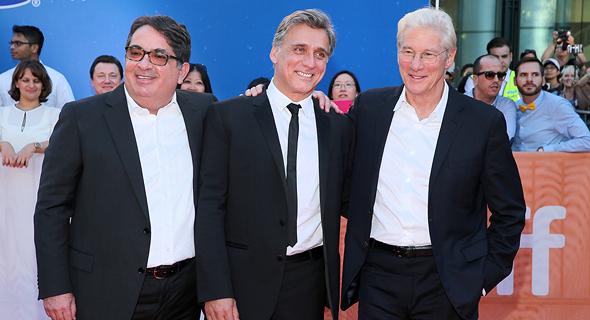 """ריצ'רד גיר (מימין), ליאור אשכנזי וגדעון תדמור בבכורת """"נורמן"""" בטורונטו, 2016"""