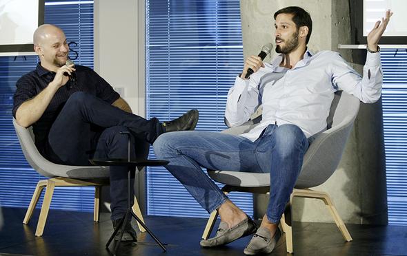 עומרי כספים בשיחה עם עורך הספורט של כלכליסט אוריאל דסקל, צילום: עמית שעל
