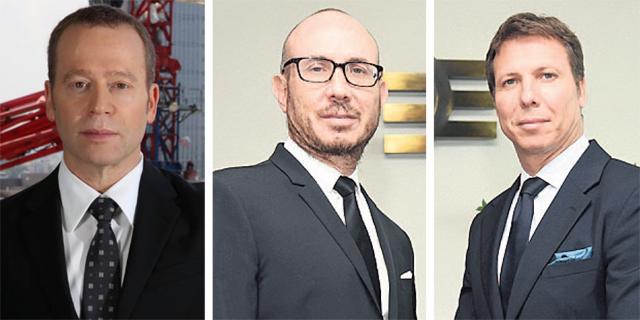 """מימין: מייקי ודני זלקינד בעלי השליטה באלקטרה והמנכ""""ל איתמר דויטשר"""