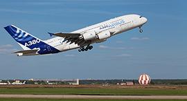 המראה מטוס נוסעים איירבוס A380, צילום: שאטרסטוק