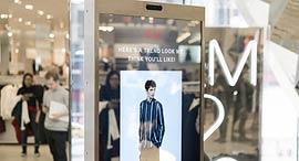 מראה חכמה חנות אופנה H&M ניו יורק, צילום: Visual Art