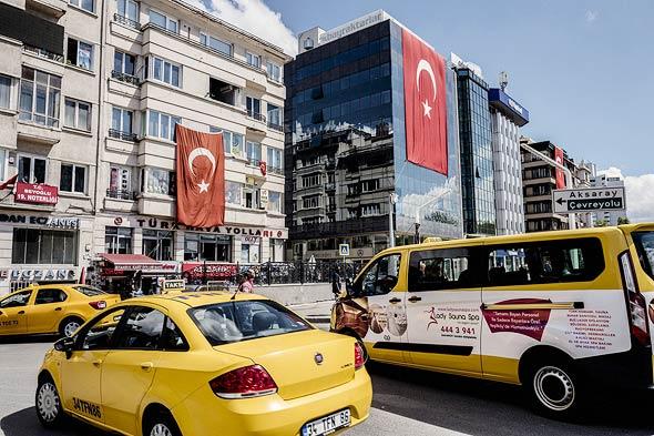 מוניות איסטנבול טורקיה אובר, צילום: בלומברג
