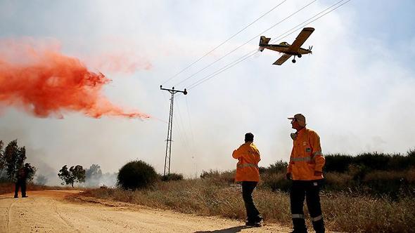 שריפה מוקדם יותר היום בעוטף עזה כתוצאה מעפיפון טרור, צילום: רויטרס