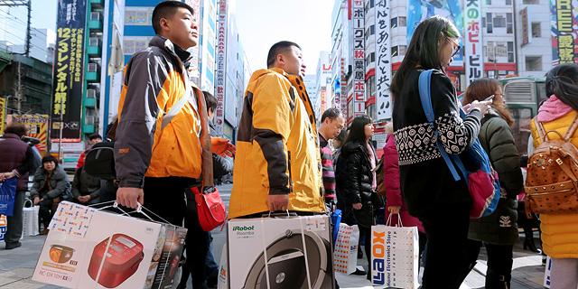 התיירים הסינים נוהרים ליפן - אבל עדיין מחכים להתנצלות