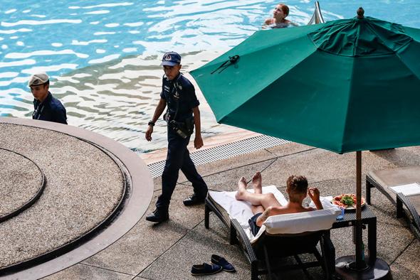 היערכות במלון קאפלה באי סנטוסה לקראת מפגש הפסגה בין דונלד טראמפ לקים ג