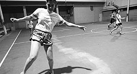 מגזין ספורט 12.6.18 בעיטת בננה רות אלבז משחקת כדורגל, צילום: מור ארקדיר