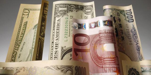 כסף דולר יורו מטח, צילום: בלומברג