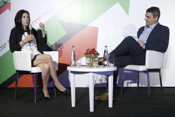 מימין: גולן פרידנפלד, סגן עורכת כלכליסט והממונה על שוק ההון והביטוח דורית סלינגר