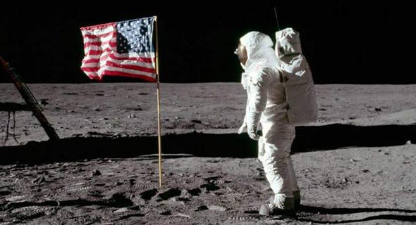 """ניל ארמסטרונג על הירח ביולי 1969, צילום: נאס""""א"""