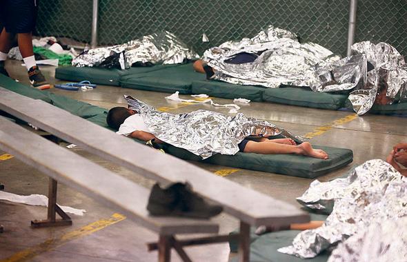 ילדים כלואים במתקן מעבר בטקסס, צילום: איי פי