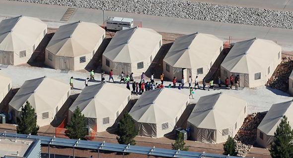 אוהלים שהוקמו כדי לקלוט ילדי מהגרים, צילום: רויטרס