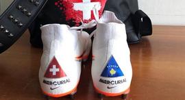 נעליים של שרדן שאקירי עם דגל שווייץ וקוסובו, צילום: אינסטגרם