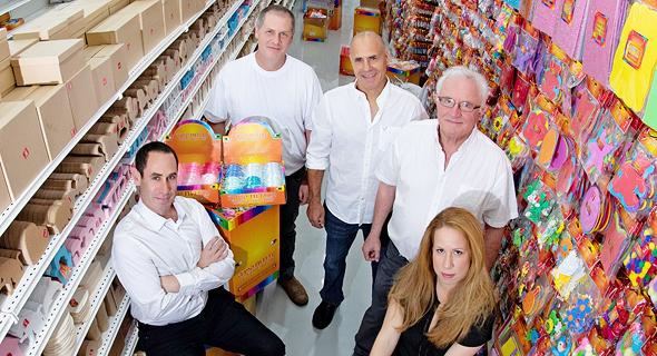 מימין: ענת, דני, טל, עמית וירון אסטרוג