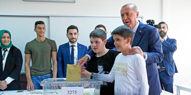 ארדואן מצביע, צילום: איי פי