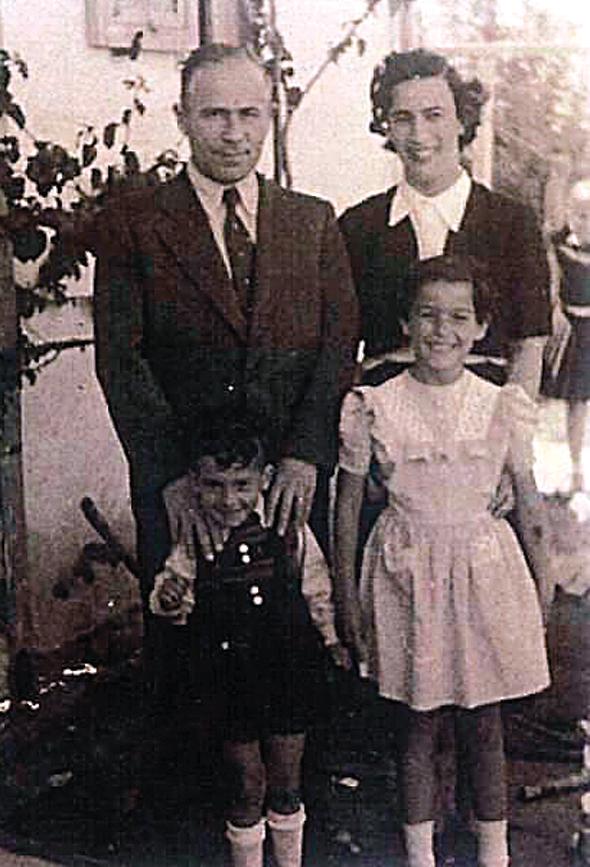 ריכטר בילדותה עם הוריה