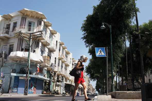 """שדרות ירושלים ביפו. """"יפו עירונית יותר מת""""א. יש בה כמה מרכזים, כמו העיר העתיקה וכיכר השעון"""""""