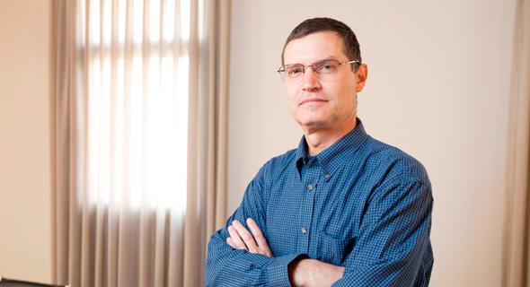"""פרופ' איל קמחי, אחד ממחברי המחקר. """"הקצאה פרוגרסיבית של אג""""ח מיועדות תגן על בעלי חיסכון נמוך מסיכונים בשוק ההון ותגדיל את השוויון בהטבות"""""""