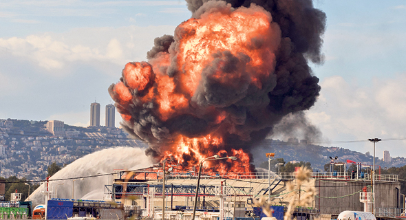 מוסף שבועי 28.6.18 השריפה ב בזן ב דצמבר 2016, צילומים: JACK GUEZ