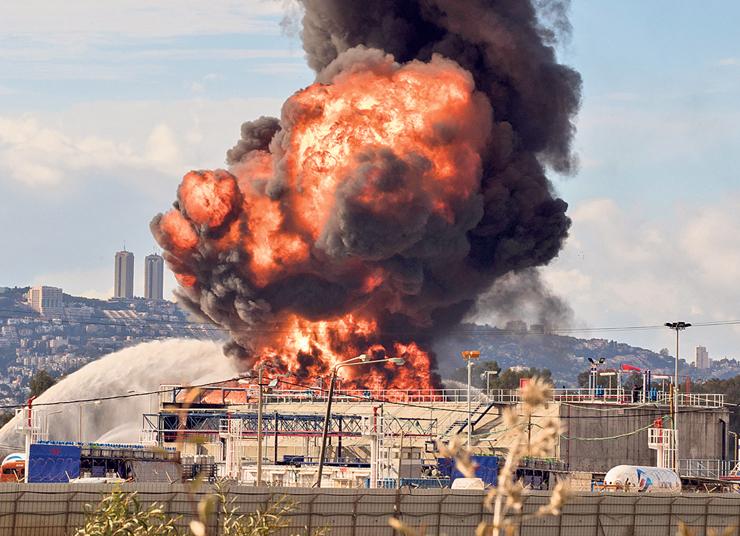 """השריפה בבזן בדצמבר 2016. """"ככל שיודעים מה גורם לסיכונים, זה הופך לנשלט יותר"""""""
