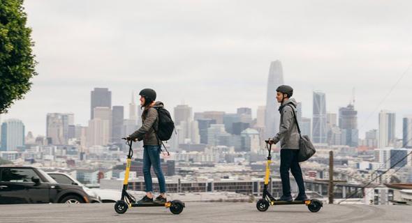 רוכבים על קורקינטים חשמליים שיתופיים בסן פרנסיסקו (ארכיון), צילום: skip