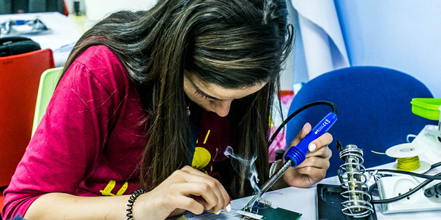 First Aid Bracelet Wins First Place at Orthodox, Women-Only Hackathon
