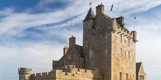 דירה בנתניה או טירה בסקוטלנד - תראו מה 5 מיליון דולר קונים לכם