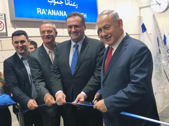חונכים את הקו החדש. מימין בנימין נתניהו, ישראל כץ, זאב בילסקי ואיתן גינזבורג