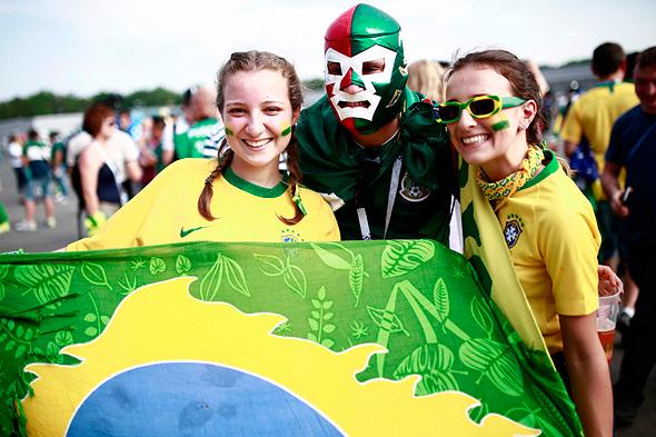 אוהדי ברזיל במגרשים, צילום: איי אף פי
