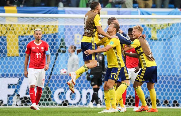 שחקני שבדיה בשמינית הגמר נגד שוויץ, צילום: אם סי טי