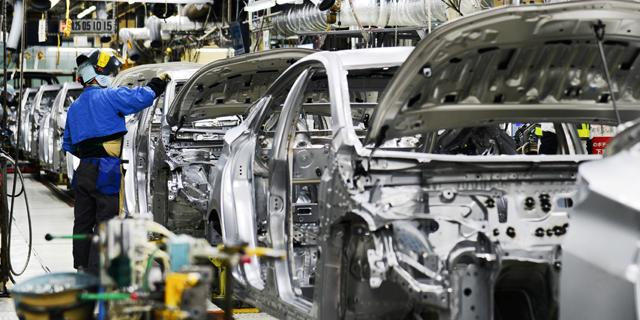 הקורונה לא עצרה את טויוטה: תקים בסין מפעל לייצור מכוניות חשמליות
