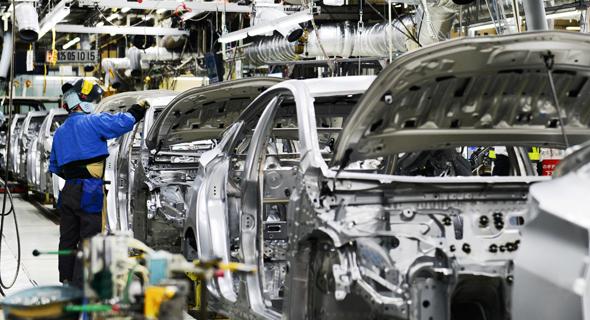 """מפעל טויוטה. ירידה ביצוא מכוניות לארה""""ב"""