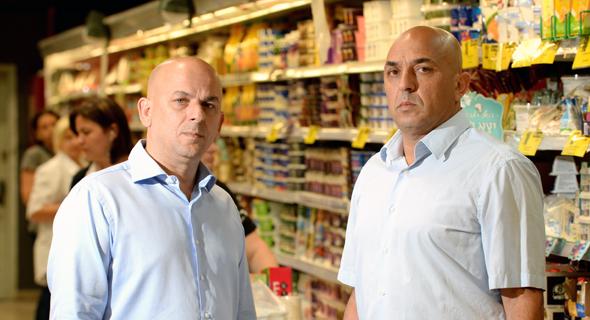 מימין יוסי אמיר ו שלומי אמיר הבעלים של פרשמרקט