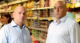 מימין יוסי אמיר ו שלומי אמיר הבעלים של פרשמרקט, צילום: מורג ביטן