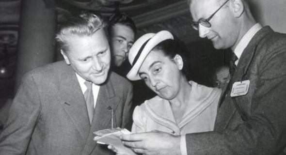 """זאנגר וברנדט פוגשים את סופר המד""""ב ארתור סי קלארק (מימין), צילום: airbus"""