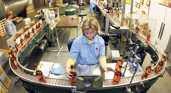 מזקקה של וויסקי פור-רוזס בקנטאקי. באירופה ישלמו 10% יותר