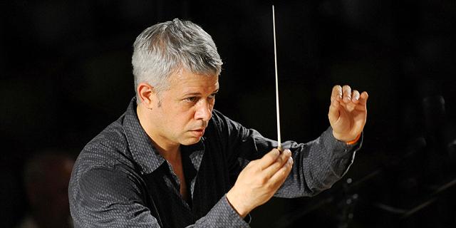 לנצח על שלום חנוך: ירון גוטפריד שובר את הפורמט הקלאסי של הקונצרט