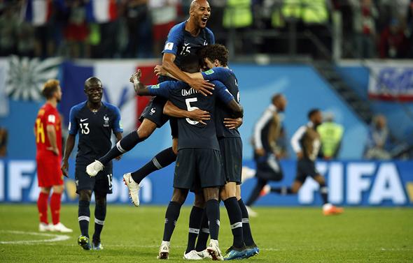 שחקני צרפת חוגגים את העלייה לגמר, צילום: איי אף פי