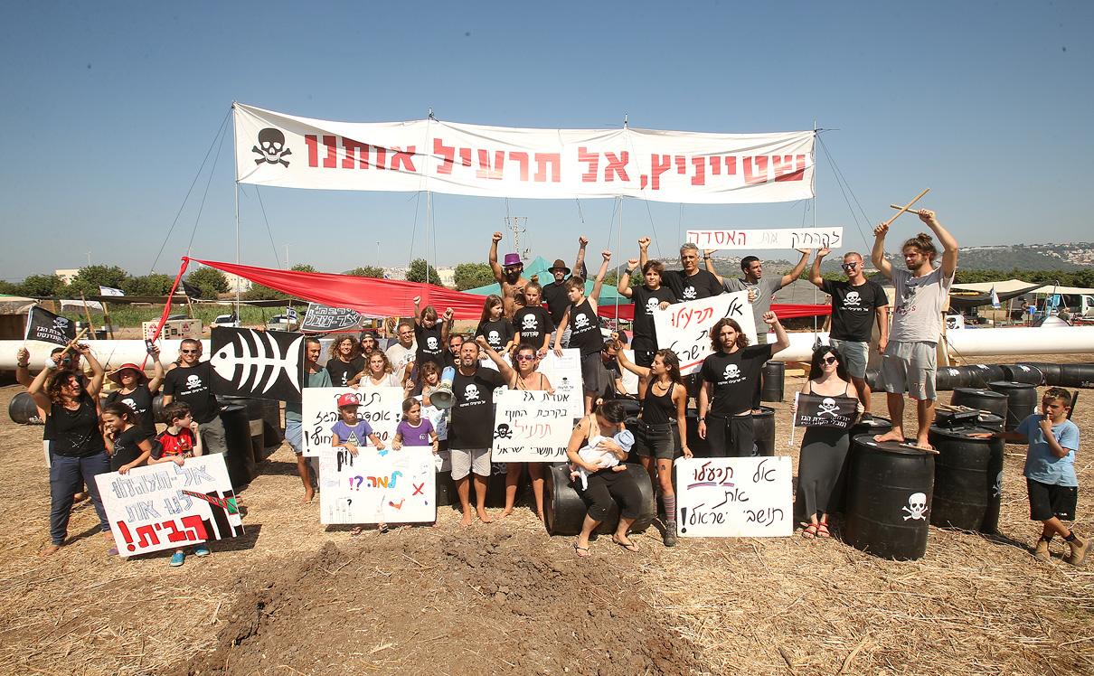 מוסף שבועי 12.7.18 רוטשילד על החוף מאהל מחאה נגד בניית אסדת הגז בחוף דור, צילום: אלעד גרשגורן
