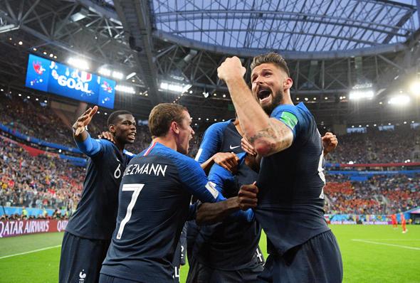 שחקני נבחרת צרפת חוגגים את עלייתם לגמר, צילום: Liewig Christian/ABACA