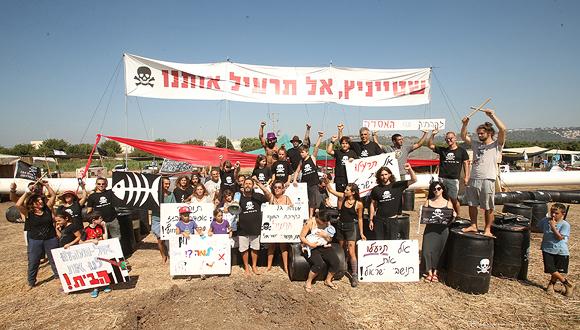 ההפגנה בחוף דור, צילום: אלעד גרשגורן