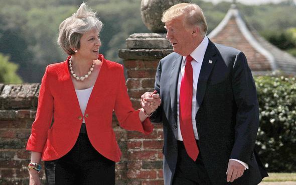 """ראשת ממשלת אנגליה תרזה מיי ונשיא ארה""""ב דונלד טראמפ, צילום: רויטרס"""