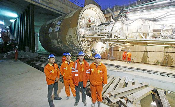 """חפירות הרכבת הקלה בפ""""ת, צילום: שאול גולן"""