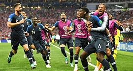 שחקני נבחרת צרפת חוגגים את הניצחון במונדיאל , צילום: גטי אימג'ס