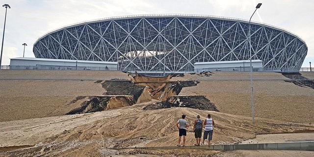 ביום גמר המונדיאל - מפולת בוץ השביתה את האיצטדיון בוולגוגרד
