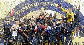 שחקני נבחרת צרפת עם גביע, צילומים: אי.פי.אי, אי.פי, ABACA