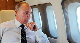 נשיא רוסיה ולדימיר פוטין במטוס הנשיאותי, צילום: איי אף פי